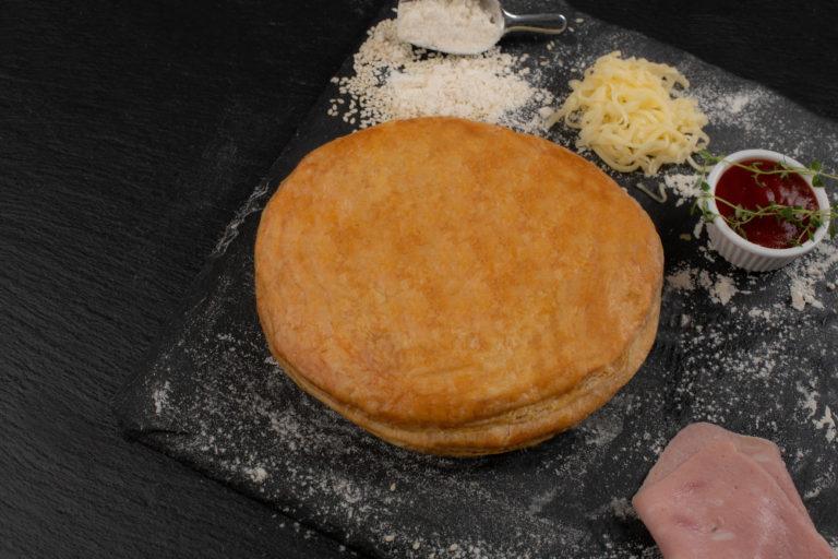 Μπουρέκι πίτσα με σάλτσα
